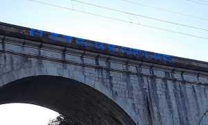 Ponte Pettenasco imbrattato